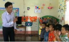 Thầy giáo người Dao 21 năm chăm trẻ mầm non