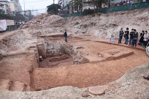 Hà Nội: Ngôi mộ cổ trên đường Bưởi đã trên 1.000 năm tuổi?