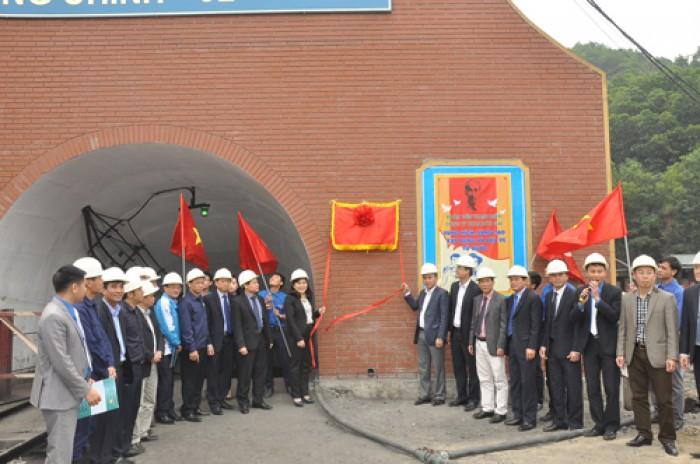Gắn biển công trình chào mừng 85 năm ngày thành lập Đoàn TNCS Hồ Chí Minh