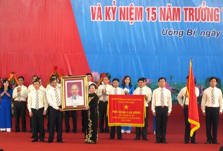Công ty Than Nam Mẫu đón nhận danh hiệu Anh hùng Lao động
