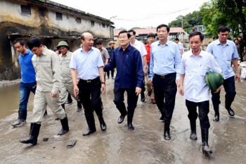 Chủ tịch nước Trương Tấn Sang thăm, động viên nhân dân Quảng Ninh khắc phục thiên tai