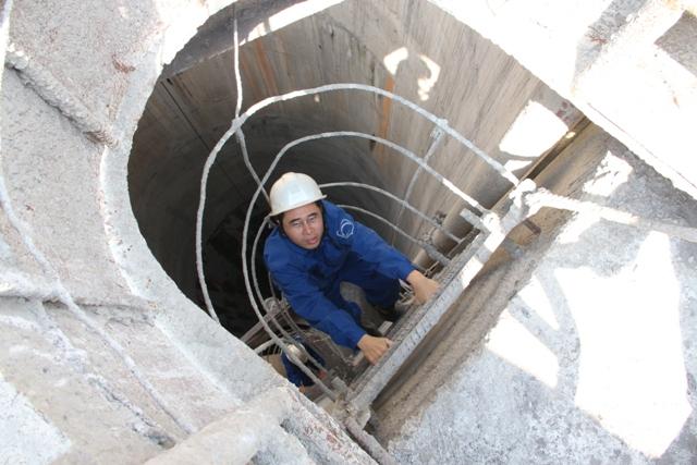 Xem thợ ngành than đào lò giếng đứng