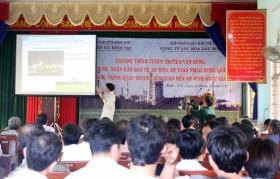 Tuyên truyền bảo vệ nhà máy lọc dầu Dung Quất