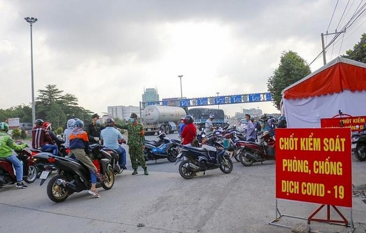 Chốt kiểm dịch ở cửa ngõ Đồng Nai với TP.HCM