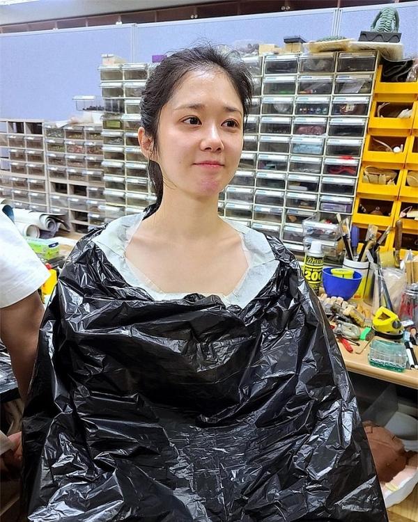 Jang Nara khoe mặt mộc đáng kinh ngạc ở tuổi 40