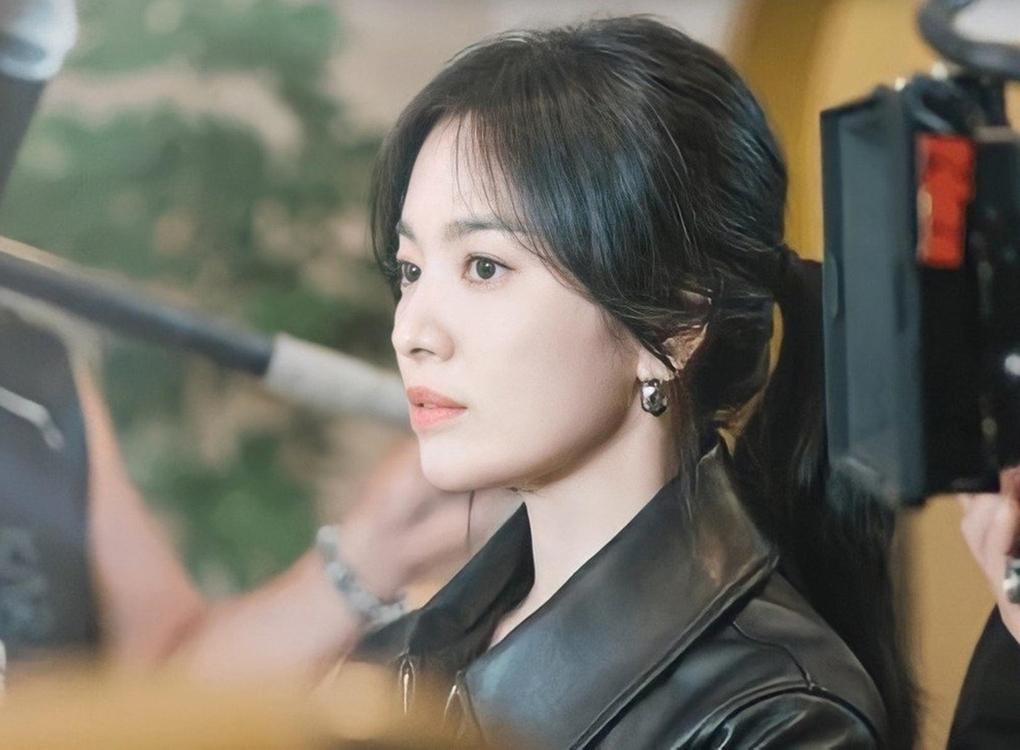"""Song Hye Kyo tái ngộ màn ảnh nhỏ với """"phi công"""" kém 11 tuổi"""
