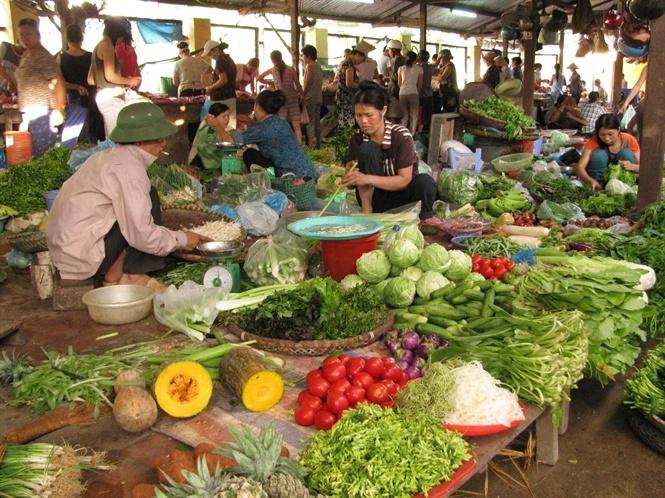 Tin kinh tế ngày 12/8: Giá rau xanh tăng mạnh do mưa lũ