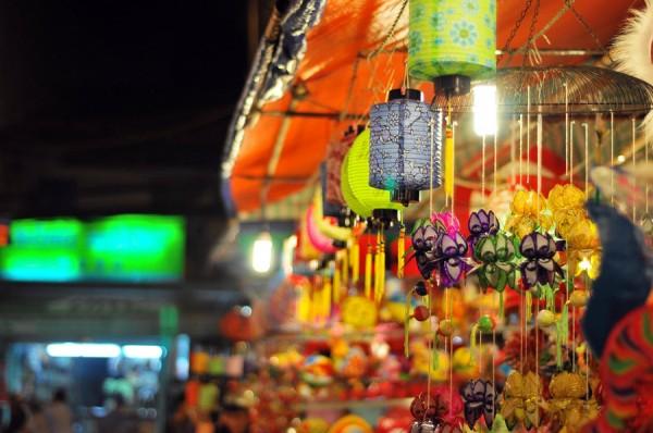 Tết Trung Thu dạo phố lồng đèn Lương Nhữ Học