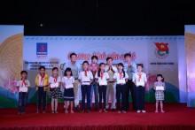 'Thắp sáng ước mơ' cho học sinh nghèo hiếu học