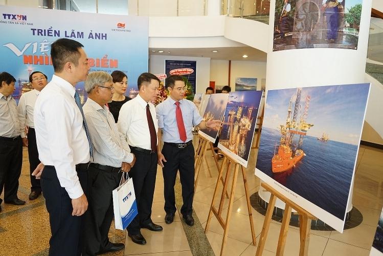 """Vietsovpetro phối hợp với TTXVN tổ chức Triển lãm ảnh """"Việt Nam - Nhìn từ biển"""""""