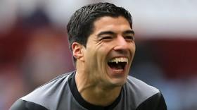 """Lật lại """"tiền sử"""" """"cắn người"""" của Suarez"""