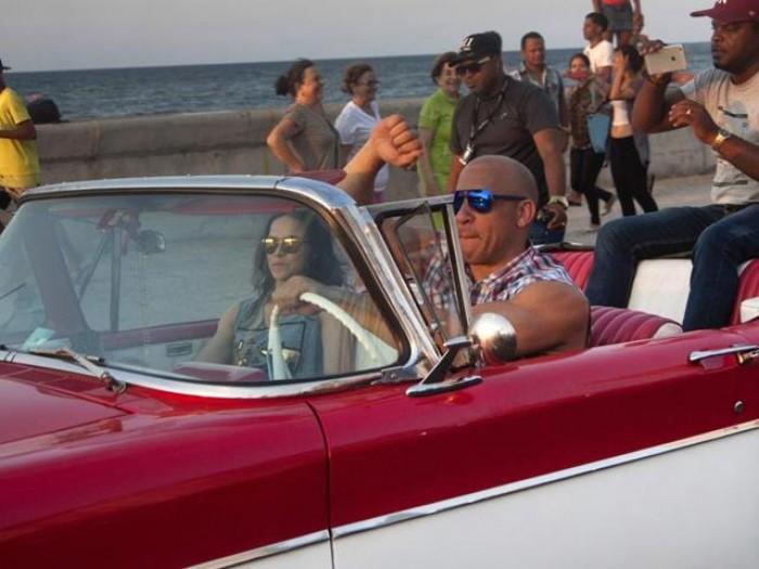 'Fast & Furious 8' tung video hậu trường ở Cuba