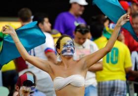 """Những """"bóng hồng"""" cuồng nhiệt trên khán đài World Cup 2014"""