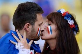 Những nụ hôn World Cup ngọt ngào