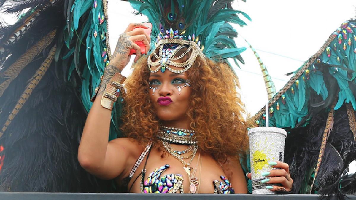 Rihanna sexy ở lễ hội đường phố Kadooment Day