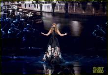 Celine Dion tưởng nhớ nạn nhân khủng bố Pháp