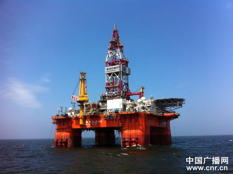 Trung Quốc ngang ngược kéo giàn khoan khổng lồ vào vùng biển Việt Nam