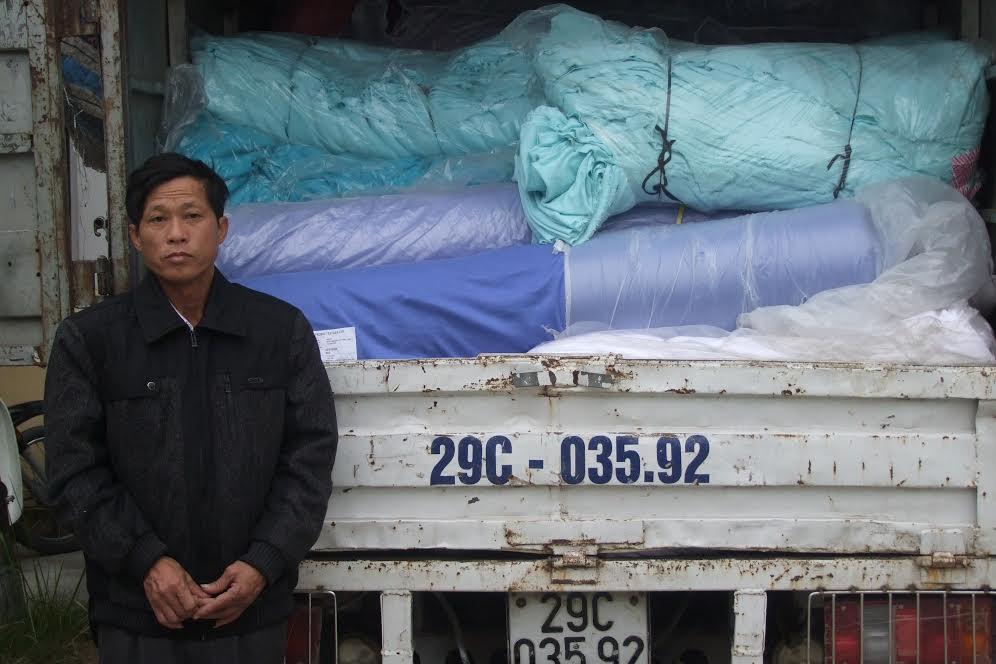 Trộm gần 2 tấn vải trong kho hàng... nhà mình