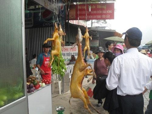 """Hà Nội ra tay xử lý nạn """"xẻ thịt thú rừng"""" ở lễ hội chùa Hương"""