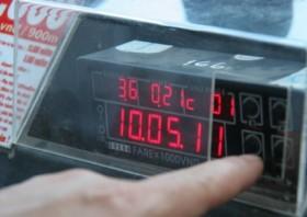 hang taxi trung viet xin loi va tra lai tien du khach australia