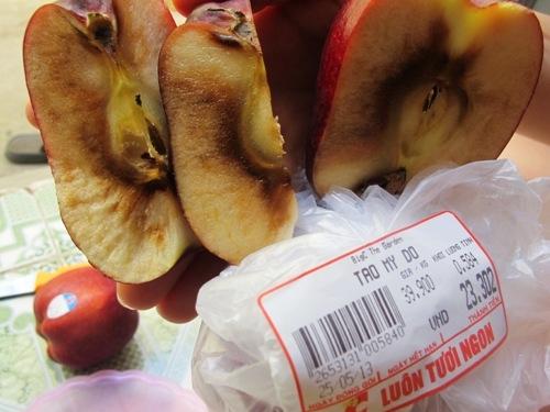 Big C The Garden bán táo Mỹ thối
