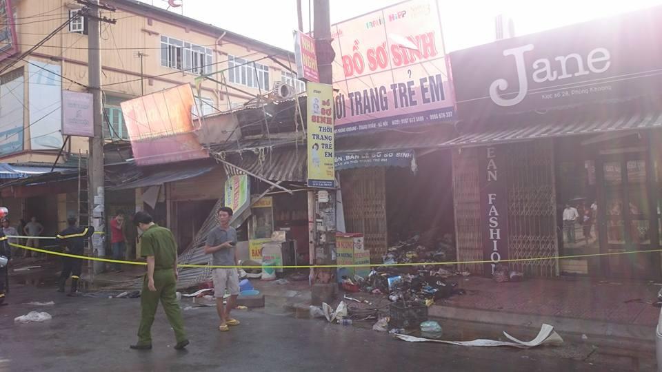 Hà Nội: Cháy chợ Phùng Khoang, 4 người nhập viện