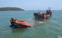 'Tàu lạ' đâm chìm tàu cá chở 34 ngư dân trên biển Hoàng Sa