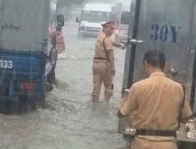 CSGT phải trực tiếp xuống đường khi mưa lớn