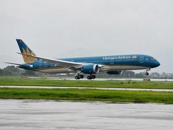 vietnam airlines len tieng ve viec 3 lan doi may bay tu da nang di ha noi