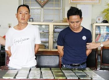 hai doi tuong van chuyen trai phep 23 banh heroin