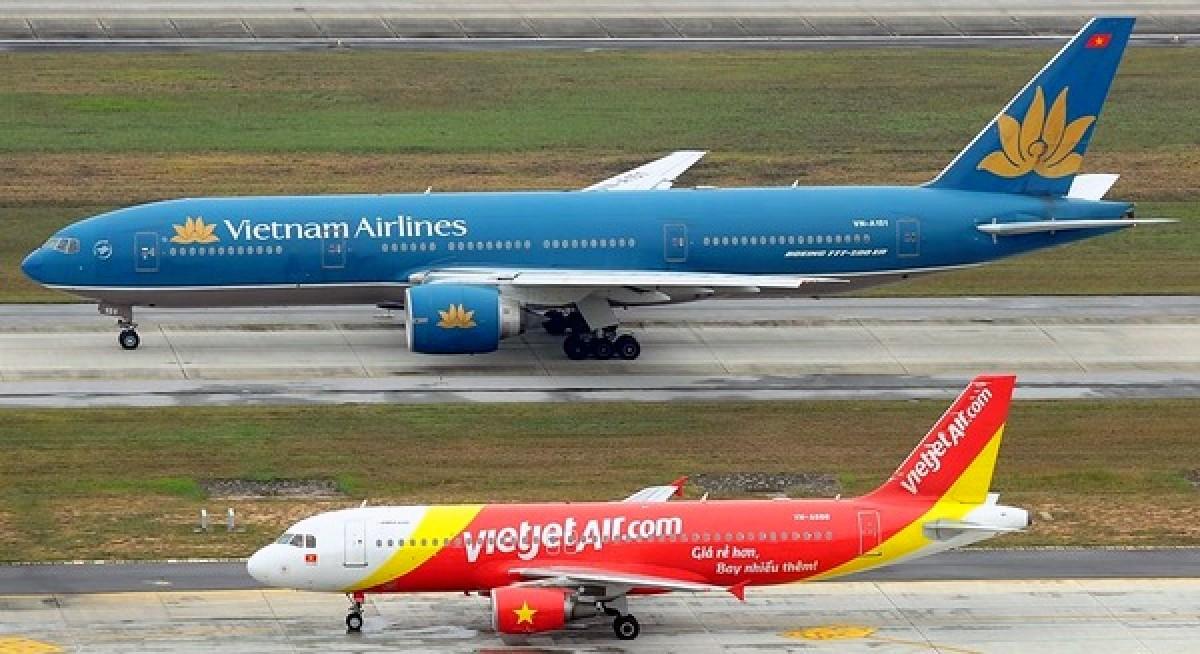 Sân bay Tân Sơn Nhất đóng cửa một đường băng do sét đánh