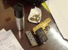 Dân chơi Hà Nội mang súng mạ vàng và ma túy đi chơi
