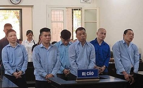 Hà Nội: Côn đồ vác súng AK đi gây án