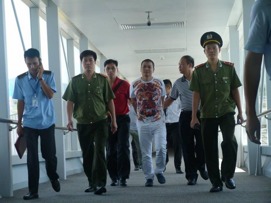 Công an Hà Nội tiếp nhận đối tượng truy nã đỏ do Trung Quốc bàn giao