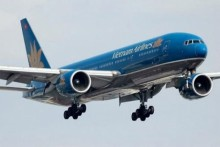 may bay vietnam airlines rach duoi sau khi ha canh