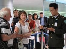 Mỗi tuần, an ninh sân bay Nội Bài phát hiện 20 vụ bỏ quên tài sản
