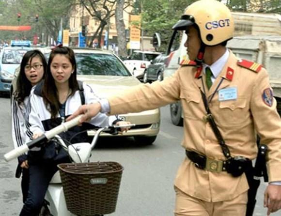"""Hà Nội: Xe đạp điện """"vô tư"""" phạm luật"""