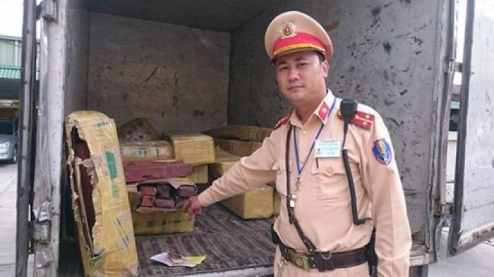 Vận chuyển gỗ lậu còn định hối lộ cảnh sát