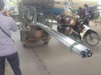 ha noi manh tay voi xe cho hang cong kenh