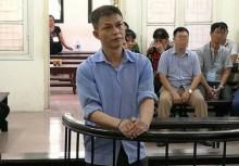 Lĩnh 2 năm tù vì tống tiền CSGT