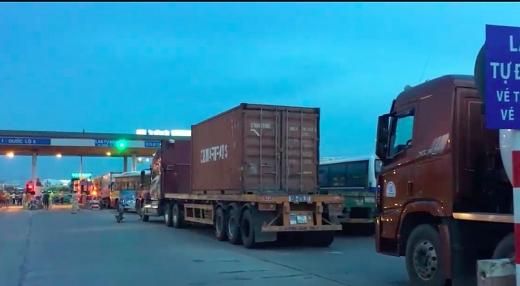 xe container di tu bac vao nam mat hon 45 trieu dong phi bot