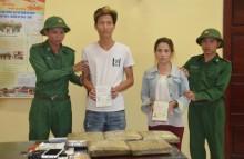Bắt 2 đối tượng vận chuyển 5kg cần sa từ Lào về Việt Nam