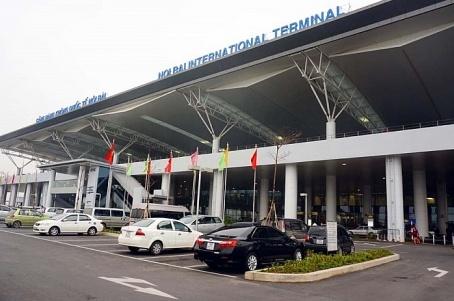 cuc hang khong len tieng ve viec thu phi o to vao san bay