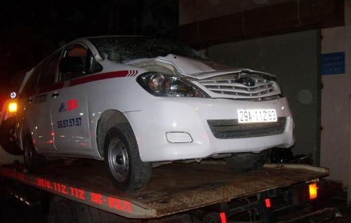 Hà Nội: Lái xe taxi gây tai nạn với tàu hỏa bị khởi tố