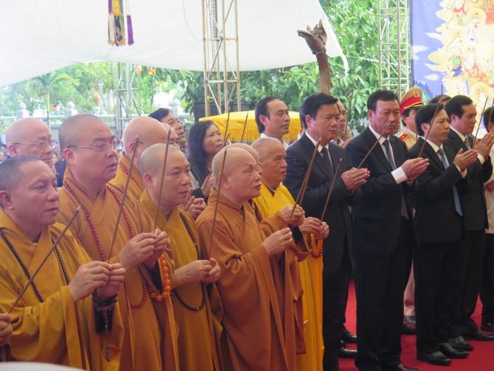 Hàng nghìn người dự Đại lễ cầu siêu cho nạn nhân TNGT