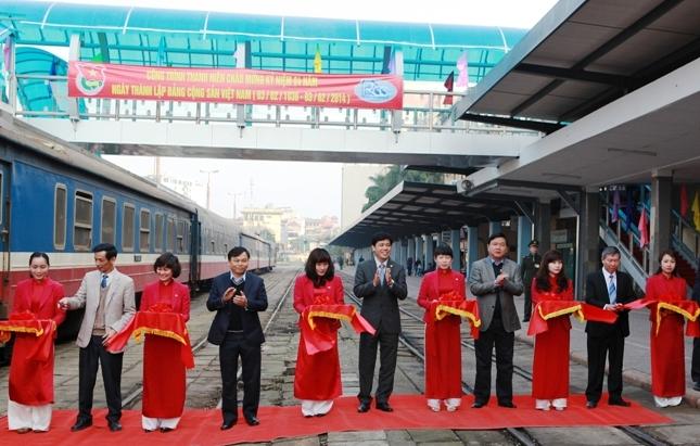 Khánh thành 2 cầu vượt cho khách bộ hành tại ga Hà Nội