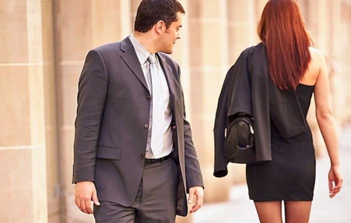 Nghiên cứu mới: Đàn ông dễ bị bệnh tim vì gái đẹp