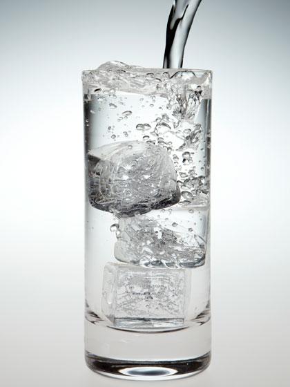 Càng nóng càng không nên uống nước đá