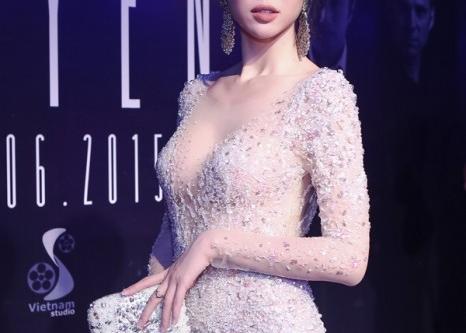 Lấp ló ngắm mỹ nhân Việt với váy xuyên thấu