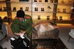 Hiệu thời trang Gucci thu tiền bán hàng bằng ngoại tệ